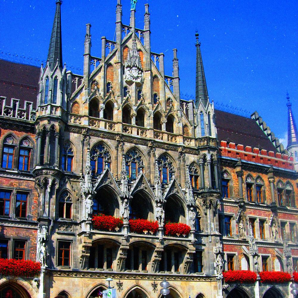 Новая ратуша на площади Мариенплац